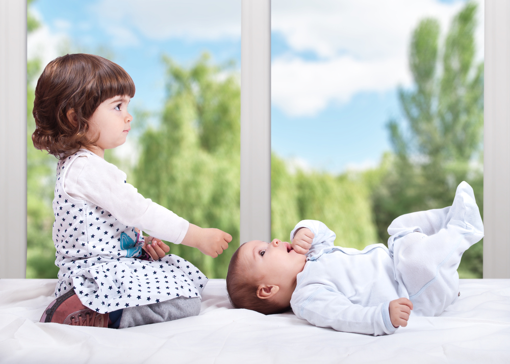 10 способов преодолеть ревность старшего ребенка к младшему