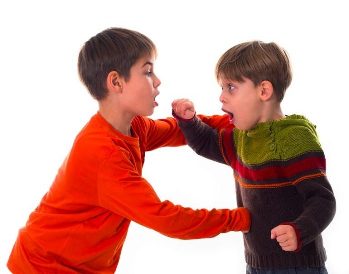 Что делать когда ребенок бьет других детей