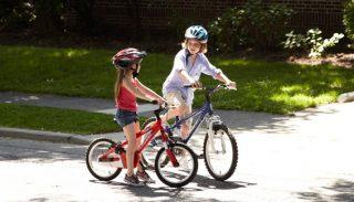 Катание на ВЕЛОСИПЕДЕ приносит большую пользу для ребенка