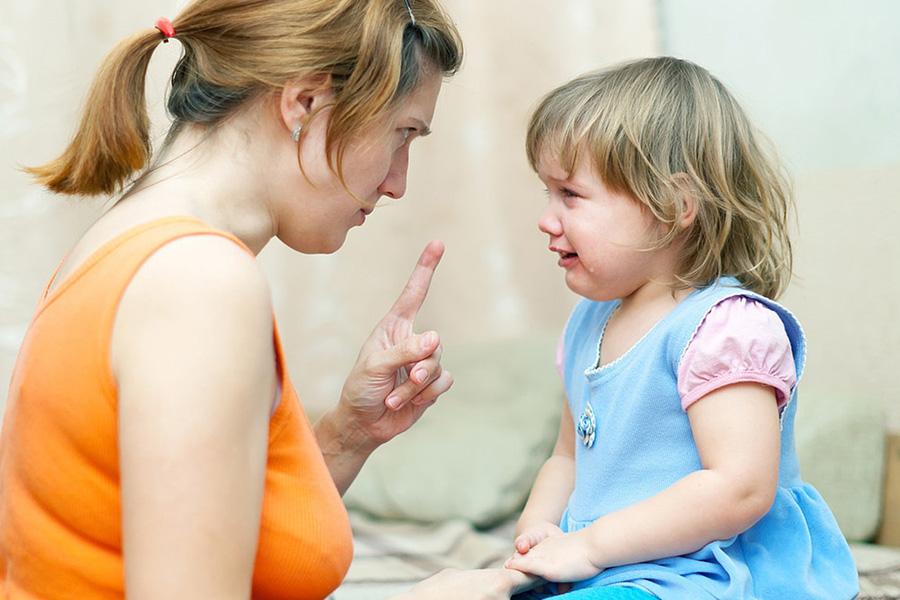 Ваш малыш кусается и щипается? Давайте разбираться, что делать в этой ситуации!