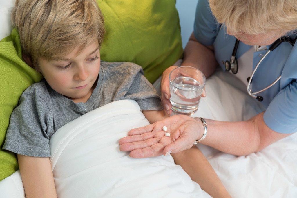 Что делать, если ребенок заболел и категорически отказывается принимать лекарства!