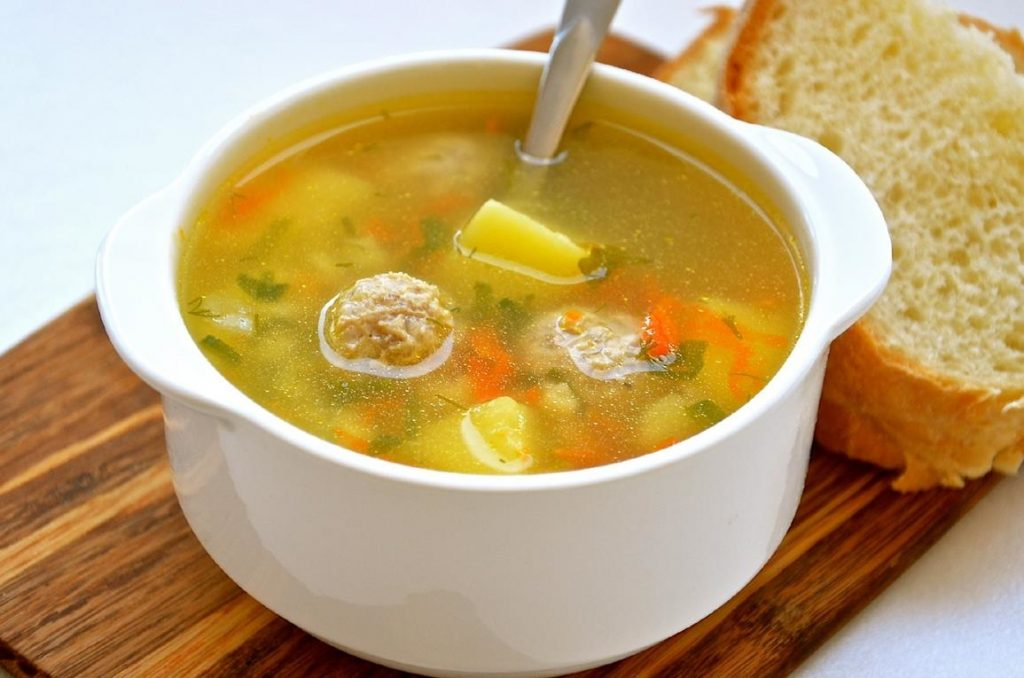 Такой суп с фрикадельками и овощами настоящий кладезь витаминов!