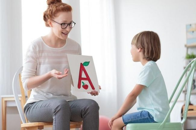 Сейчас почти каждый родитель озабочен тем, чтобы его малыш еще до школы научился бегло читать и считать, знал цифры и буквы.