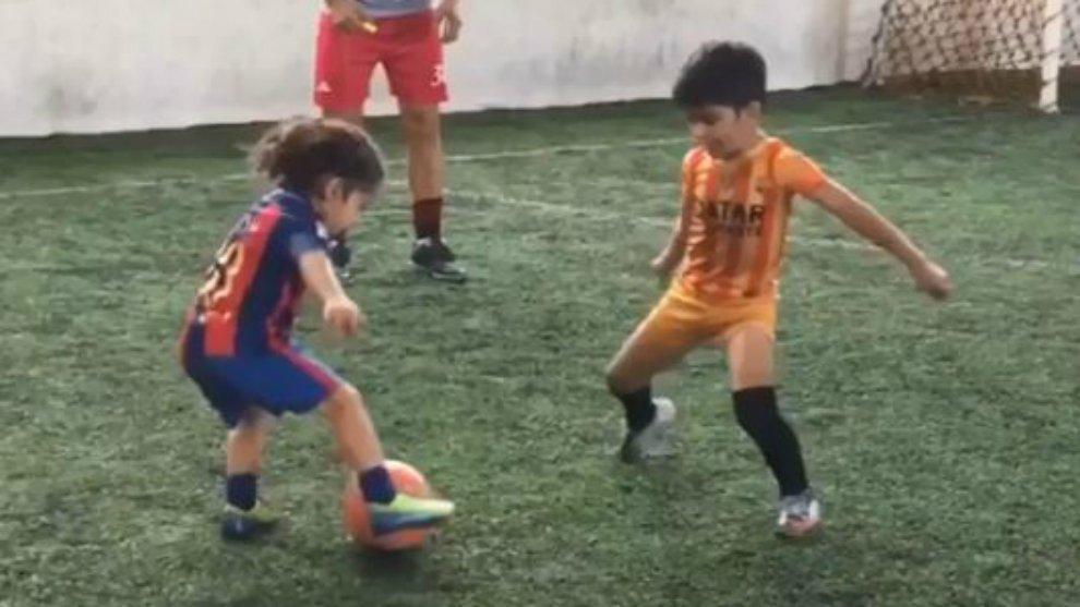 5-летний «Супер пацан» завоевал сердца людей, когда показал настоящий футбольный спектакль!
