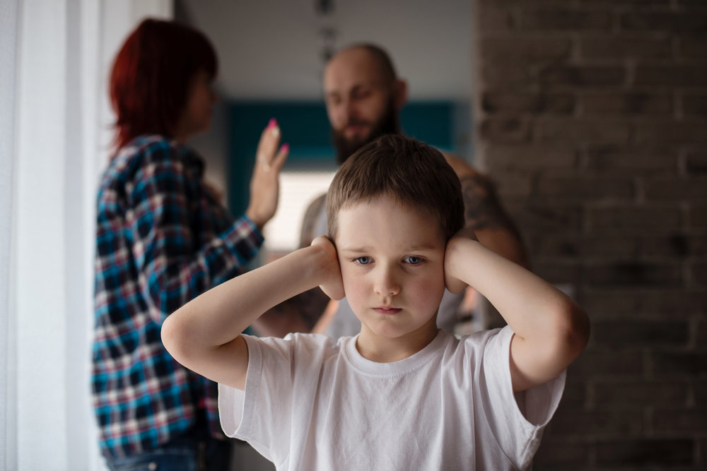 Когда вы кричите на своих детей, вы подвергаете их негативному воздействию и это может привести к депрессии!