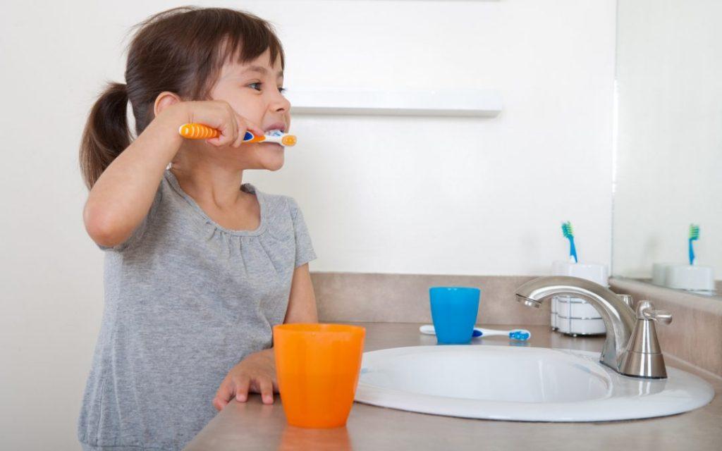 Родители, чьи дети еще не достигли возраста 3 лет, должны помочь своим малышам избавиться от следующих 4 вредных привычек!