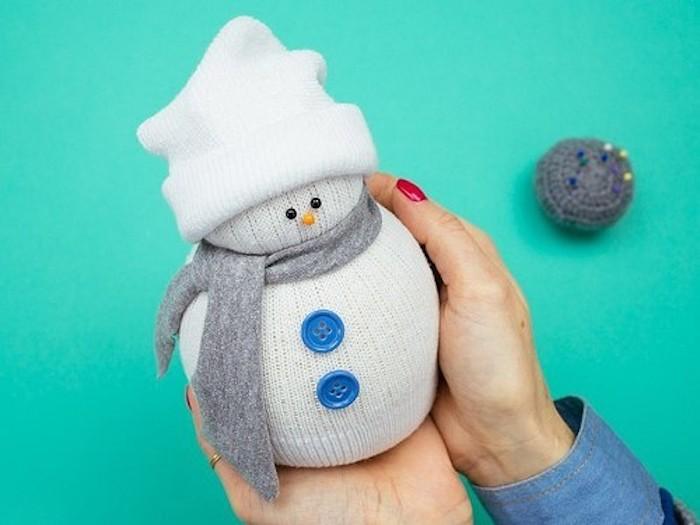 Новогодний снеговик! Делаем крутого снеговика из носка