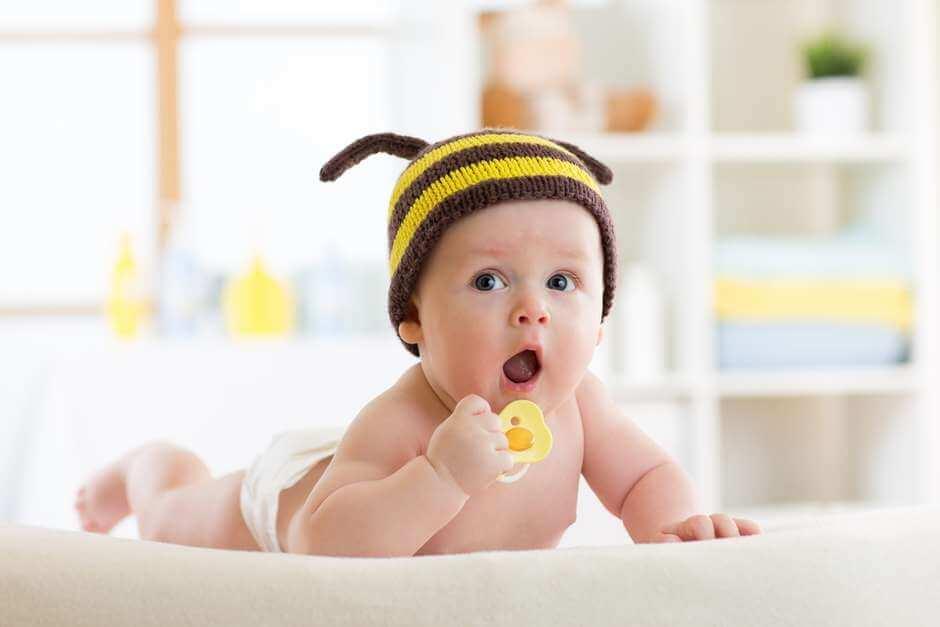 Мед очень полезен, но абсолютно противопоказан детям младше 1 года по этой ужасной причине!