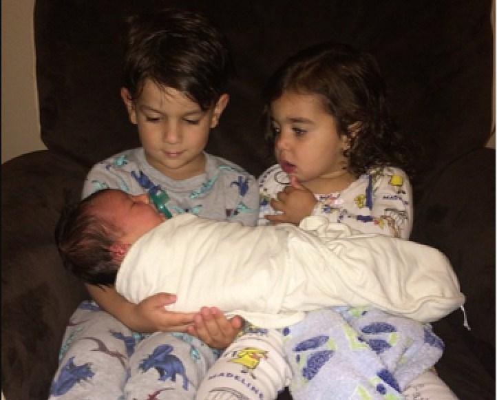 7 отличных подарков для старших братьев и сестер, когда появляется новый ребенок!