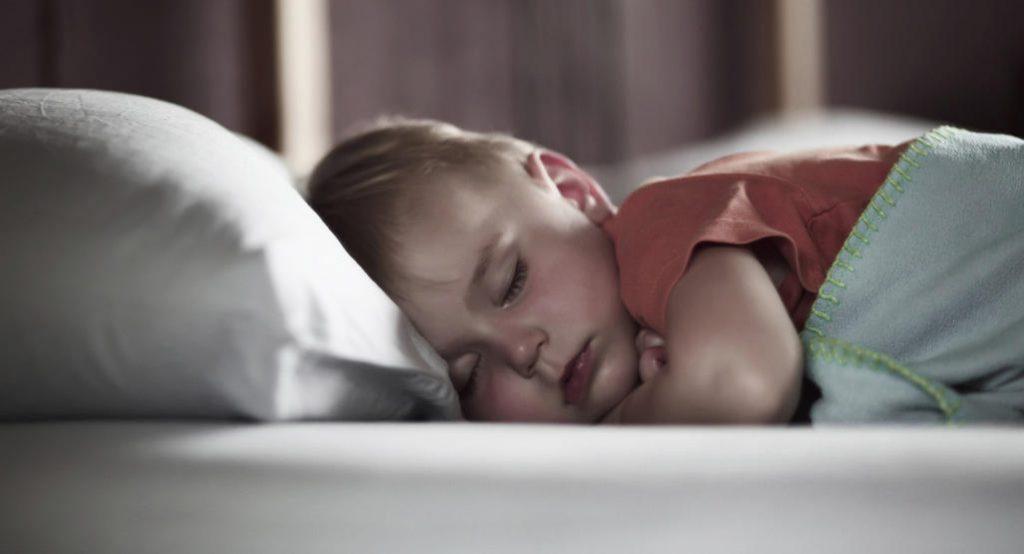 Сколько часов сна необходимо дошкольникам и более взрослым детям?