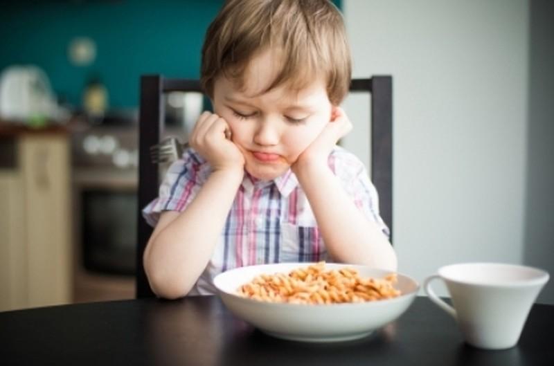 Не стоит делать этого, когда ваши дети едят!