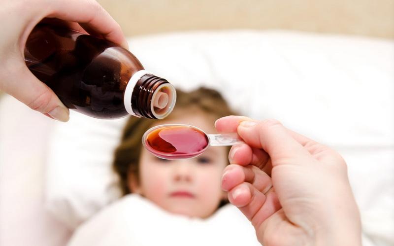 Родители должны учитывать эти моменты, когда дают детям лекарства от кашля!