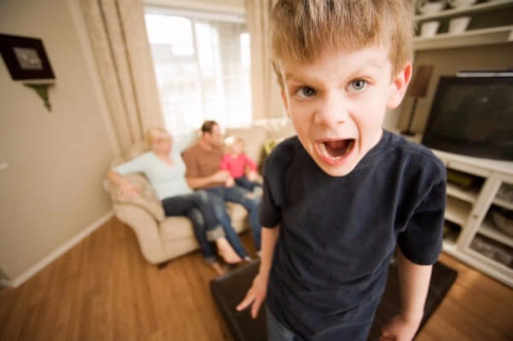 Родители с застенчивыми, привередливыми, плаксивыми детьми должны знать эту «мантру»!
