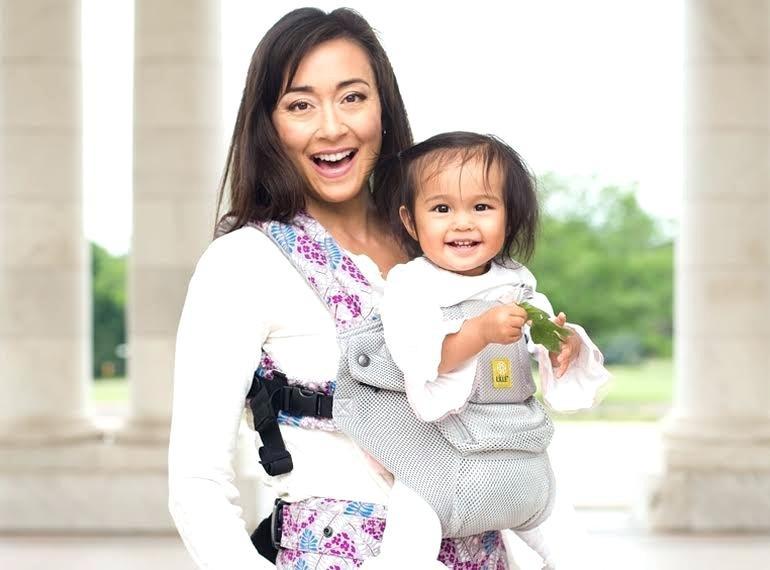 Будьте осторожны и внимательны, когда берете ребенка на руки!