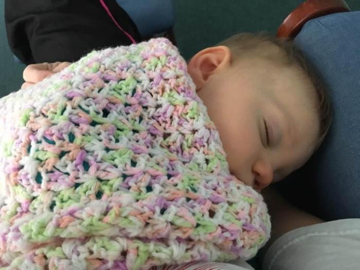 7 мыслей, которые возникают у каждого родителя, когда он в «ловушке» спящего ребенка!