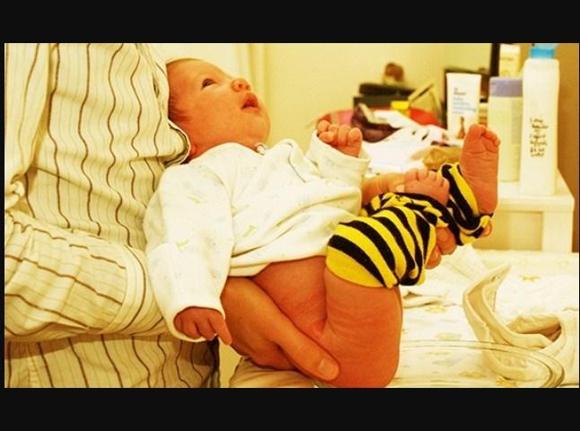 Вот как выглядит приучение к горшку 5-недельного ребенка!