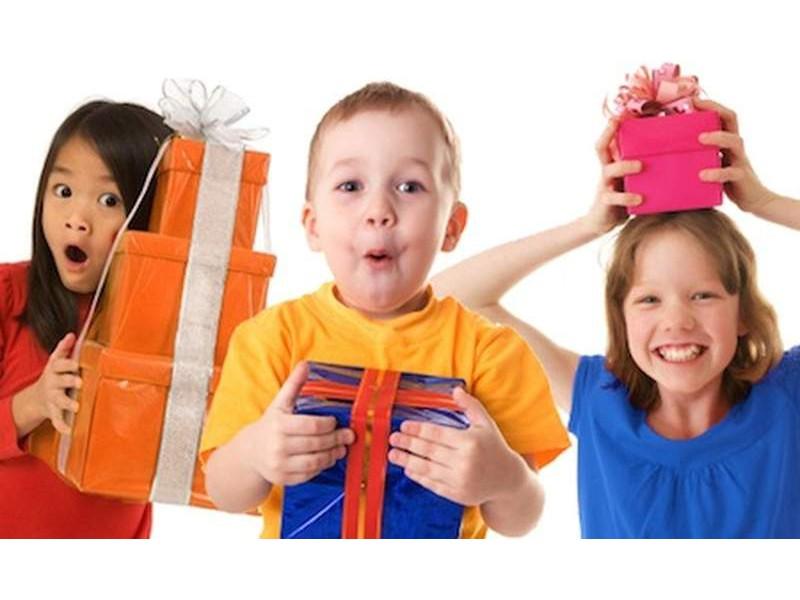 AAП рекомендует классические игрушки (а не электронику), так как это лучшие подарки для детей!