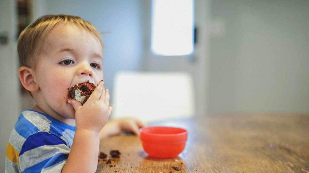Должна ли я контролировать, сколько жира ест мой малыш?