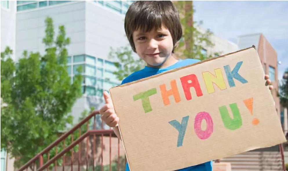 Как научить ребенка говорить «спасибо» и быть вежливым, принимая подарки!