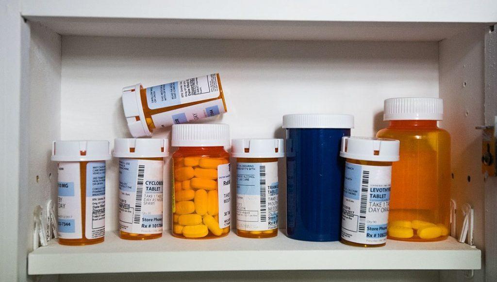 Как хранить лекарства в доме, где есть дети!