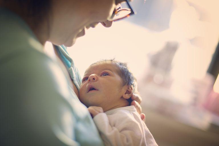 Зачем моему ребенку вакцина против гепатита В, если заболевание развивается только у подростков и взрослых?