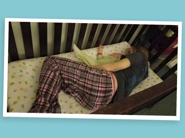 Сумасшедшая вещь, которую я сделала, чтобы помочь моей малышке заснуть в ее кроватке!
