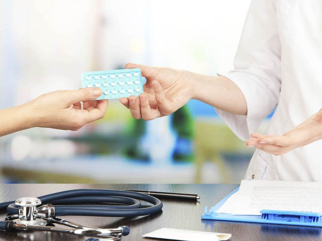 Безопасно ли кормящей маме принимать противозачаточные таблетки?