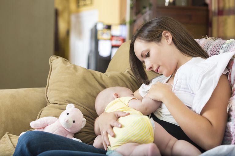 Это нормально для моего ребенка, если кормление грудью продолжается всего несколько минут за раз?