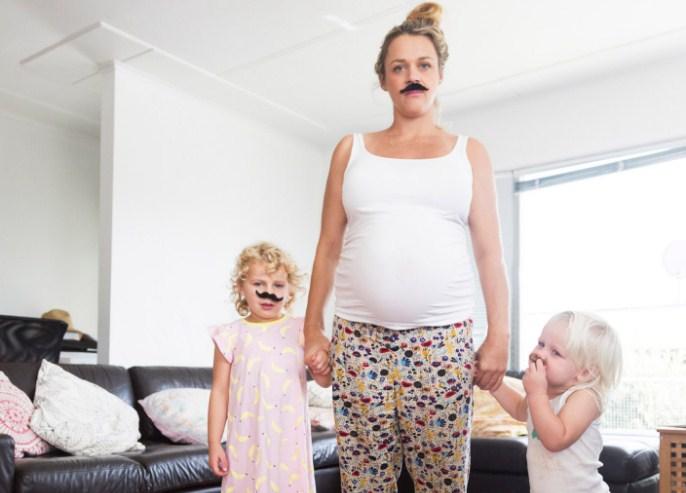 Я мама, которая сидит дома, а не горничная!