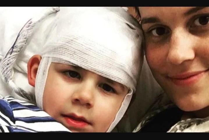 Мальчик получил повреждение головного мозга после того, как он остался наедине с новой подругой отца!