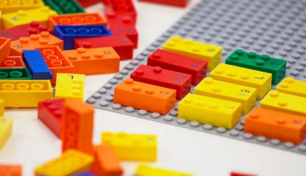 LEGO разрабатывает кубики-блоки со шрифтом Брайля для детей с нарушением зрения!