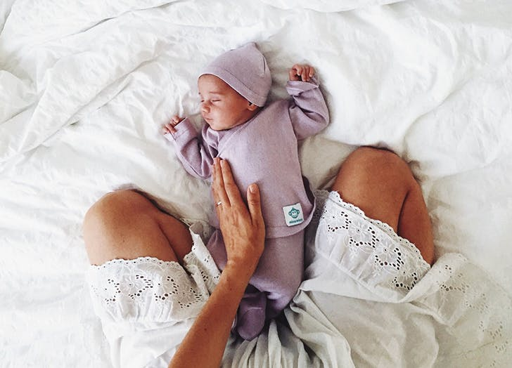 Прикосновение матери – один из лучших подарков, который вы дарите своим малышам!