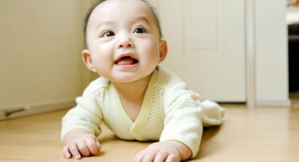 Время животика: как помочь малышу освоиться на животе!