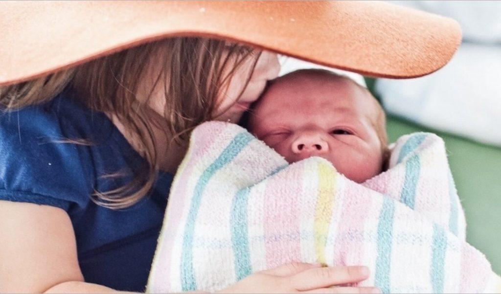 Две недели с двумя детьми: 8 вещей, которые я узнала о втором ребенке!