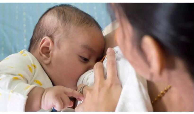 Может ли этот трюк с грудным молоком помочь вашему ребенку лучше спать?