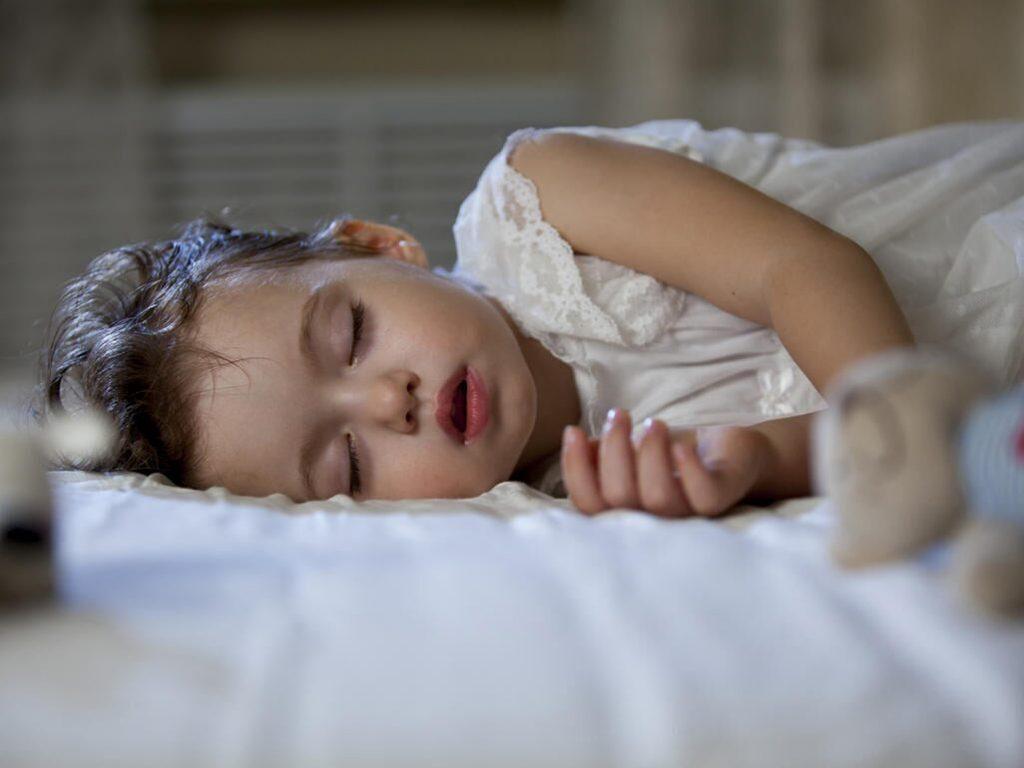 Если ваш ребенок спит с открытым ртом, у него может быть нарушение сна!