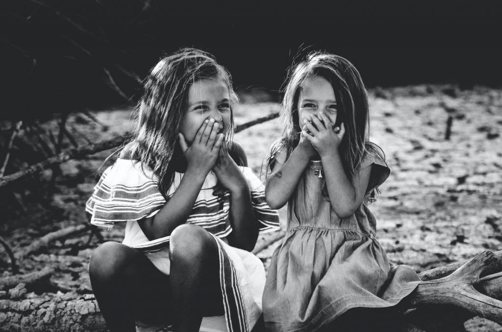 Психологи объяснили, почему сестра в жизни – это лучший подарок судьбы