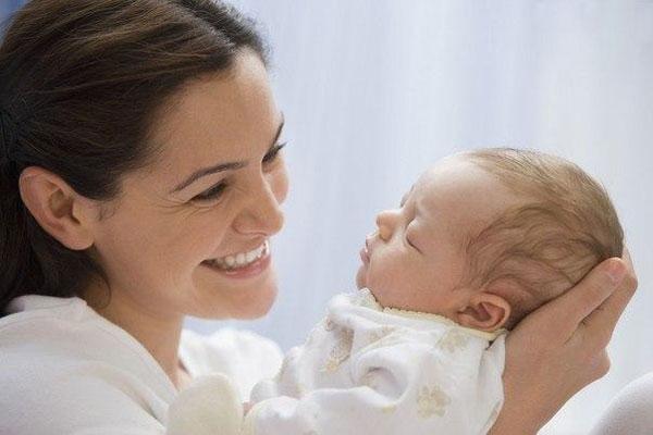 10 часто задаваемых вопросов о новорожденных и ответы на них